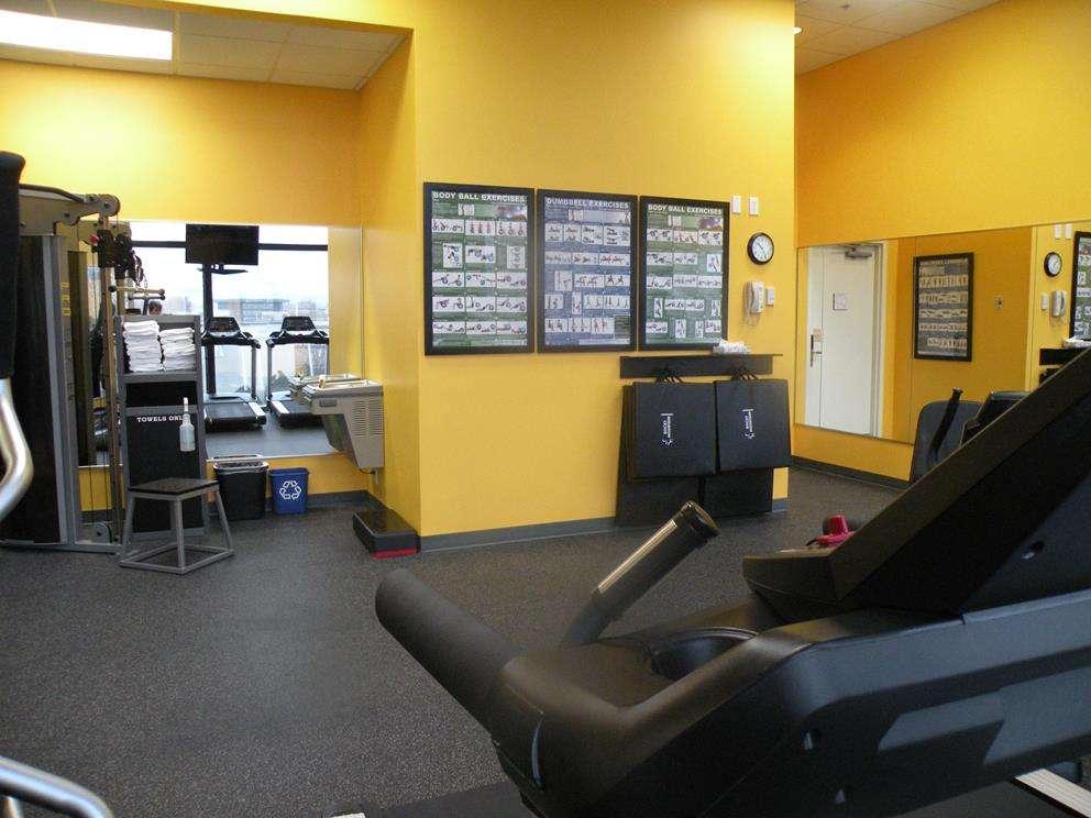 2014-Fitness-Room-BW-Kelowna-Hotel-2