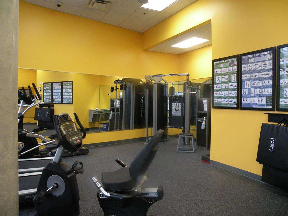 2014-Fitness-Room-BW-Kelowna-Hotel