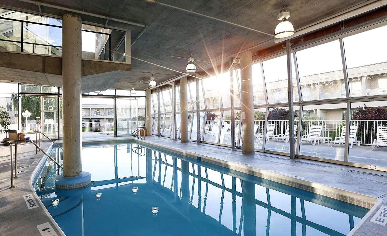 BW-Kelowna-Hotel-Pool