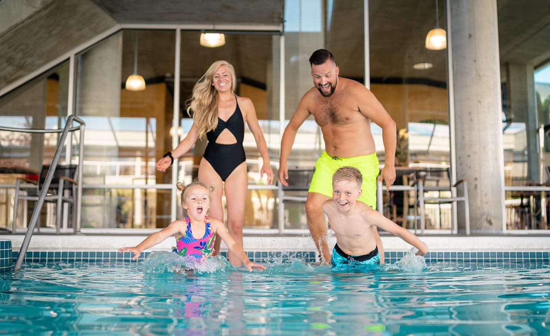 BW-Kelowna-Hotel-Pool-2